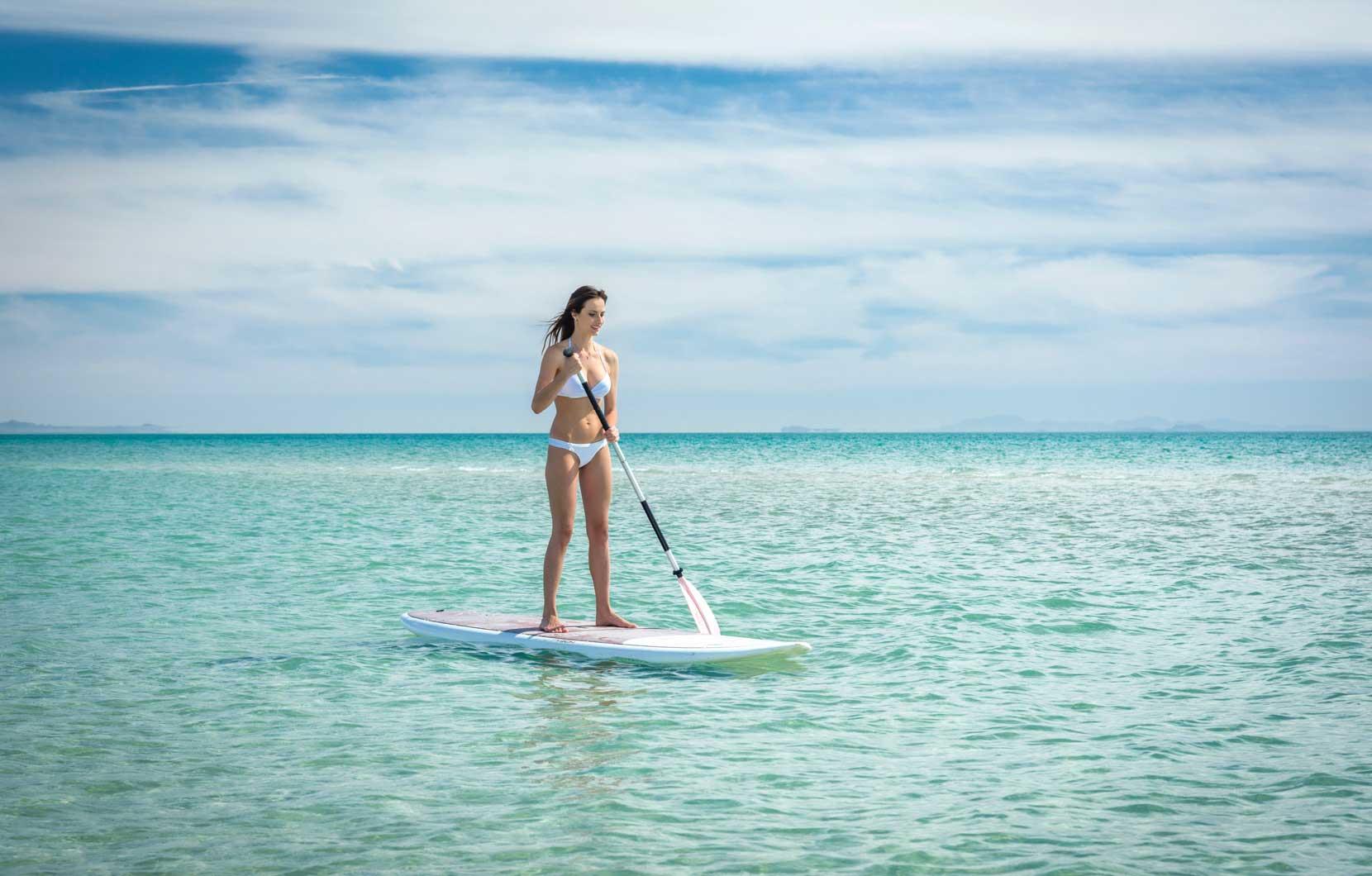 Explore la belleza de los paisajes en su paddle board.