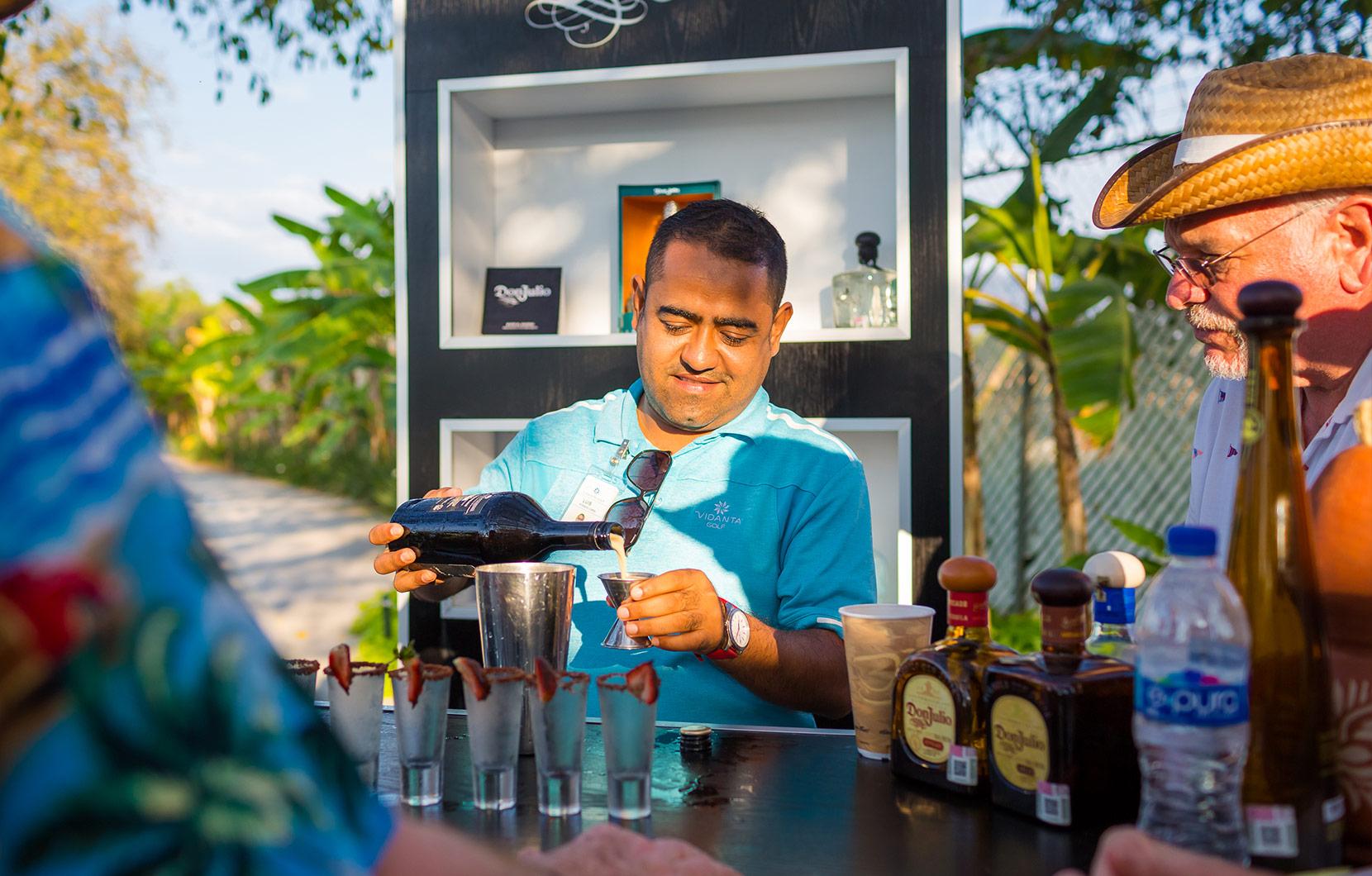 A lo largo de tour usted aprenderá todo acerca del tequila, incluyendo una o dos recetas.