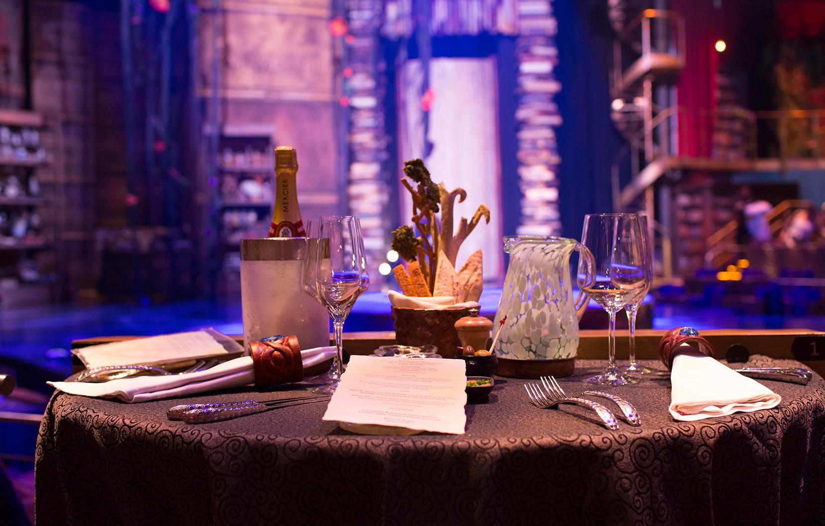 Cada aspecto de los platillos de JOYÀ fueron diseñados para deleitar, desde el menú comestible hasta la champaña personalizada.