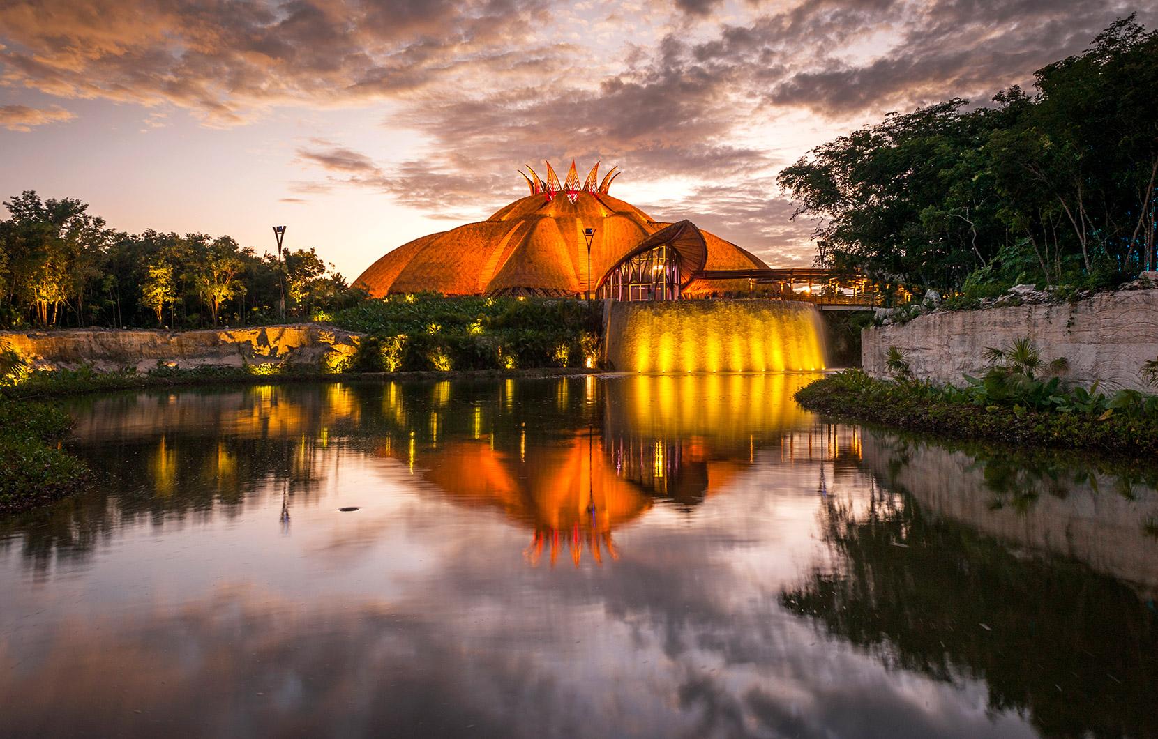 : La arquitectura del Teatro del Cirque du Soleil, es una creación ganadora de premios.